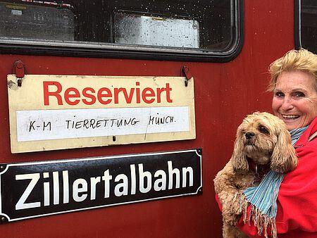 Ida Ahlborn im Zillertal mit Hündin Finett.