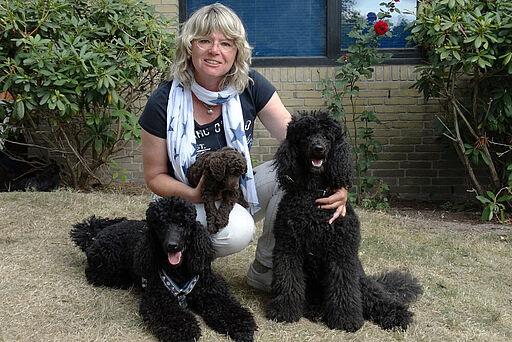 Evelyne Menges mit Hunden
